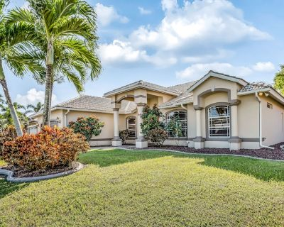 Waterfront home with private pool, dock, & high-speed WiFi - snowbird friendly! - Pelican
