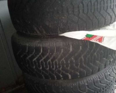Used tire 215/65R16