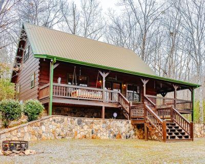 Two-Story Home + Loft w/Free WiFi, Air Hockey, Deck, Gas Fireplace, & Gas Grill - Blue Ridge