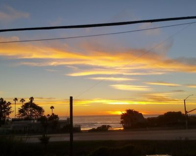 Coastal VIEWS with easy SURF ACCESS. Home with yard and spa...pets considered! - Cayucos