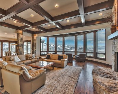 CDC Approved Cleaning! Truly Jaw-Dropping Mountain Views + Location. Plush Group/Family Home - Park City