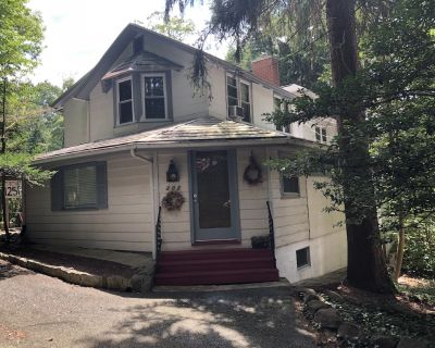 It's a Charmed Life Cottage - Mount Gretna Heights