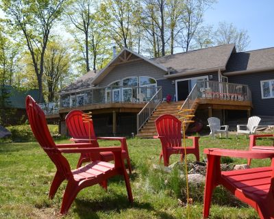 Fox Run: Waterfront Lakehouse with Impressive Views and Luxury Details - Magnetawan