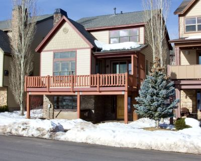 Beautiful 4BR Bear Hollow house with private hot tub and views! - Bear Hollow Village