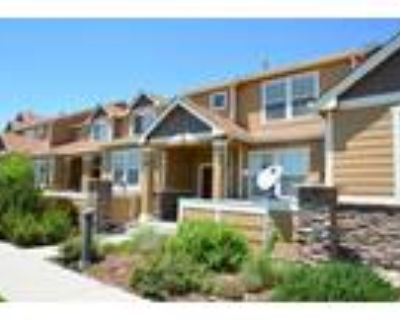 Beautiful townhome with park & views!