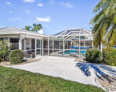 Snowbird-friendly Home w/ High-speed Wifi, Private Pool, Hot Tub, Dock - Cape Coral