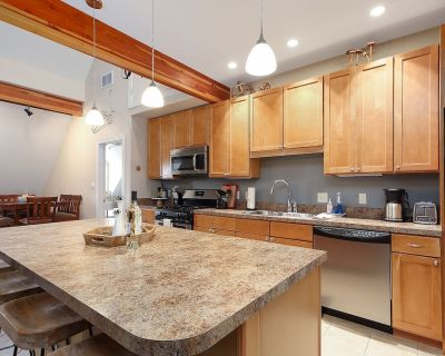 3 Bedroom 2 Bath Urban Loft in Beautifully Remodeled Historical Building - Traverse City