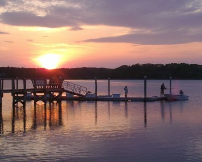 Waterfront, Amazing Sunsets, Dock, Fishing and Small Beach, 2 bedrooms sleeps 4 - West Dennis