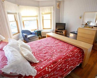 A Village Bed and Breakfast - Katie's Room - Newtonville