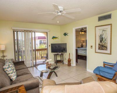 Ocean View Villa. Steps to the Beach. Pool, Hot Tub, Free WiFi, Sleeps 6 - St. Augustine Beach
