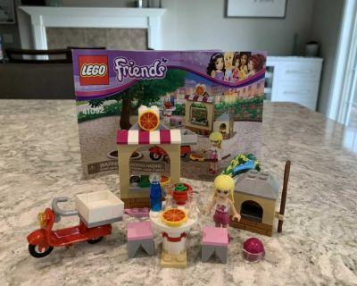 Lego Friends Stephanie s Pizzeria 41092
