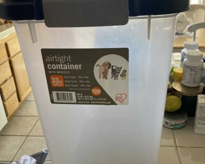 33 quart dog container for sale