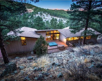 Exceptional and Spacious Private Mtn Retreat with Wall of Windows, Boulder, CO