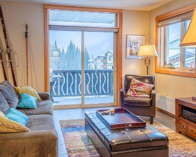 Modern 2 bedroom apartment in village centre - Sun Peaks