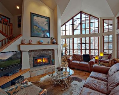 Ski-In 3 Bedroom Townhouse with Jacuzzi Tub and Balcony! | Outdoor Hot Tub Access - Beaver Creek