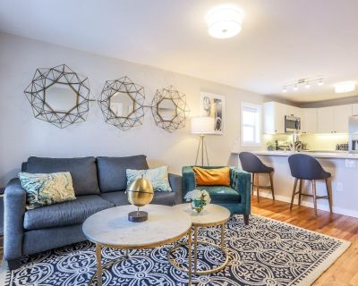 This house is a 3 bedroom(s), 2 bathrooms, located in Denver, CO. - Jefferson Park