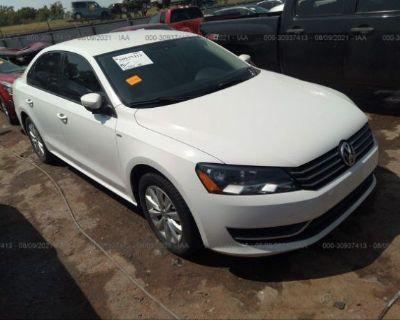 Salvage White 2014 Volkswagen Passat
