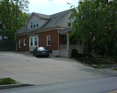 Great Family Home - Perfect Plaza Location - West Plaza