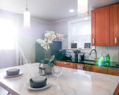 Location & Luxury - Welcome to Your Private Suite! - Deer Park