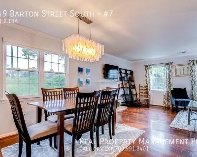 Sunny End-Unit Overlooking Country Club!
