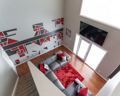 Luxurious Downtown Penthouse With Private Balcony! - Downtown Indianapolis
