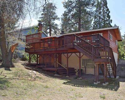 Oak Tree Retreat - Walk to Village and Lake - Big Bear Lake