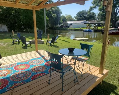Summer Fun on the Lake Book your getaway now! - Eustis