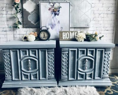 """GORGEOUS Washed Grey 2x Side table/Night stand-25""""x22.5""""x16""""-refinished in washey grey-140$ Laval"""