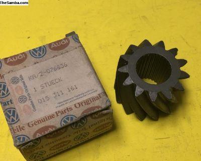 VW LT, LT 4X4 Reverse Gear 015311161 NOS
