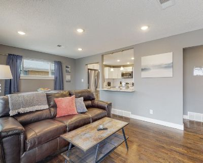 Remodeled upper unit with 2 king beds in Denver - Twin Lakes