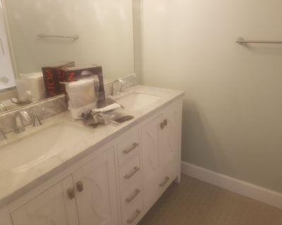 Brand new 4 bedroom duplex near UVIC - Saanich East