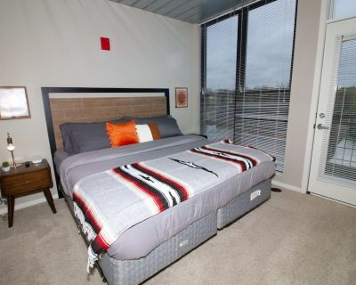 Stylish AA Double King Bed Loft - Old West Side