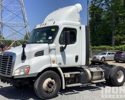 2014 Freightliner Cascadia 113 4x2 S/A Day Cab Truck Tractor