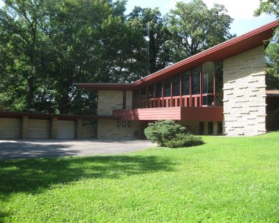 Frank Lloyd Wright overnight rental - The Elam House - Austin