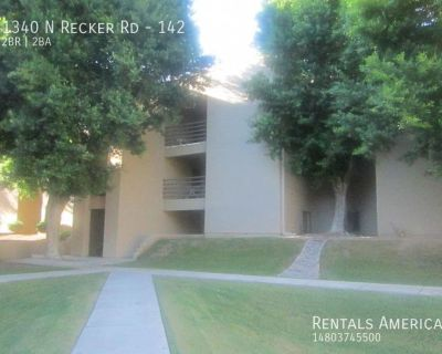 GATED! Very nice 2 bed 2 bath condo in Arriva!