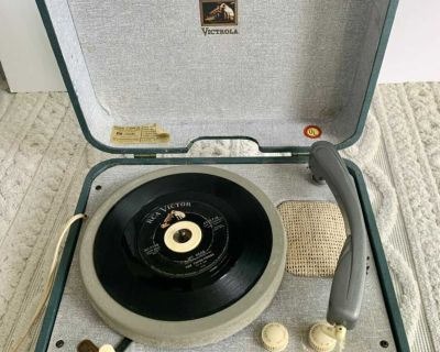 * VINTAGE 4 SPEED RCA PORTABLE SUITCASE Record Player