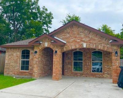 7950 Cinderella Street, Houston, TX 77028