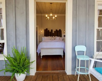 19th Century Schoolhouse turned Cottage in the Forest - Dahlonega