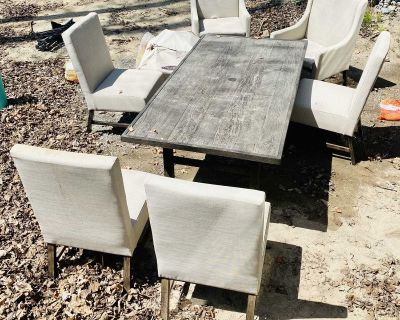 EUC patio table and chairs- PICKUP IN KEENE