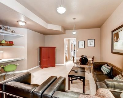 Cable TV, free WiFi, patio, washer dryer, private, close to everything - Superior