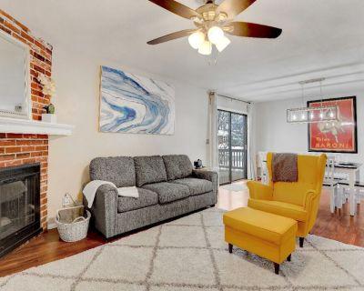 BBQ Luxury King Beds Nearby Parks Reserved Parking Smart TVs Google Fiber W/D - Kansas City