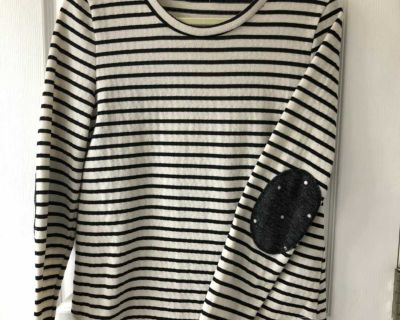 Lightweight sweater size large
