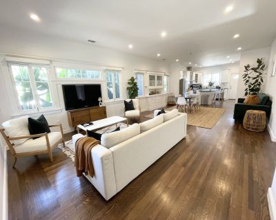 Stunning Craftsman Home in the Historical Jeferson Park District - Los Angeles