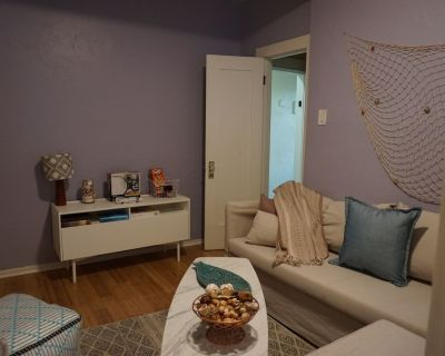 Coastal Apartment blocks from the beach in a nice area of Long Beach. - Belmont Heights