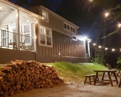 New High-End Tiny Home on Bold, Private Creek close to Biking, Fishing, Hiking - Brevard