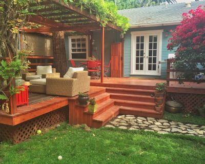 3BR / 2 Bath Adorable Weho Craftsman W/ Fantastic Backyard and guest house - West Hollywood