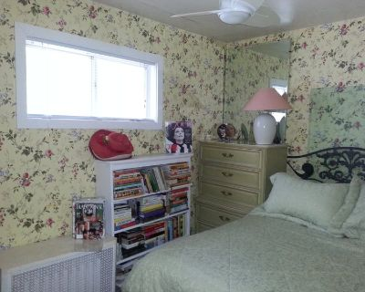 Small Room W. Closet, Tv,Full Size Bed, Dresser