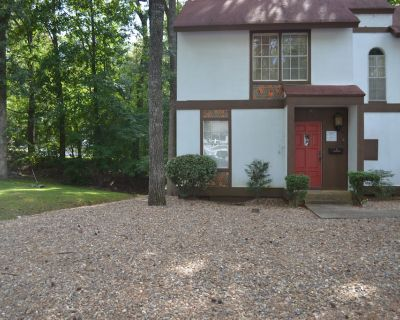 162LaViLn | DeSoto Courts Townhome | Sleeps 4 - Hot Springs Village