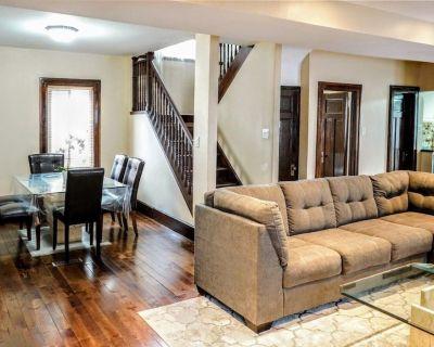 Modern Vintage Clean Home w/ Netflix mins to Clifton Hill, Falls & Casino - Niagara Falls