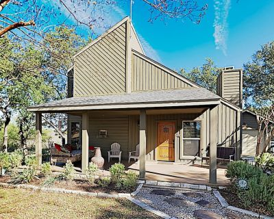 Lake Travis Cottage at Windermere Oaks with Large Deck, Pool & Tennis! - Spicewood